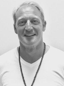Patrick Brooks undervisar i Hatha Yoga på Yoga Kendra Yogastudio Triangeln Malmö